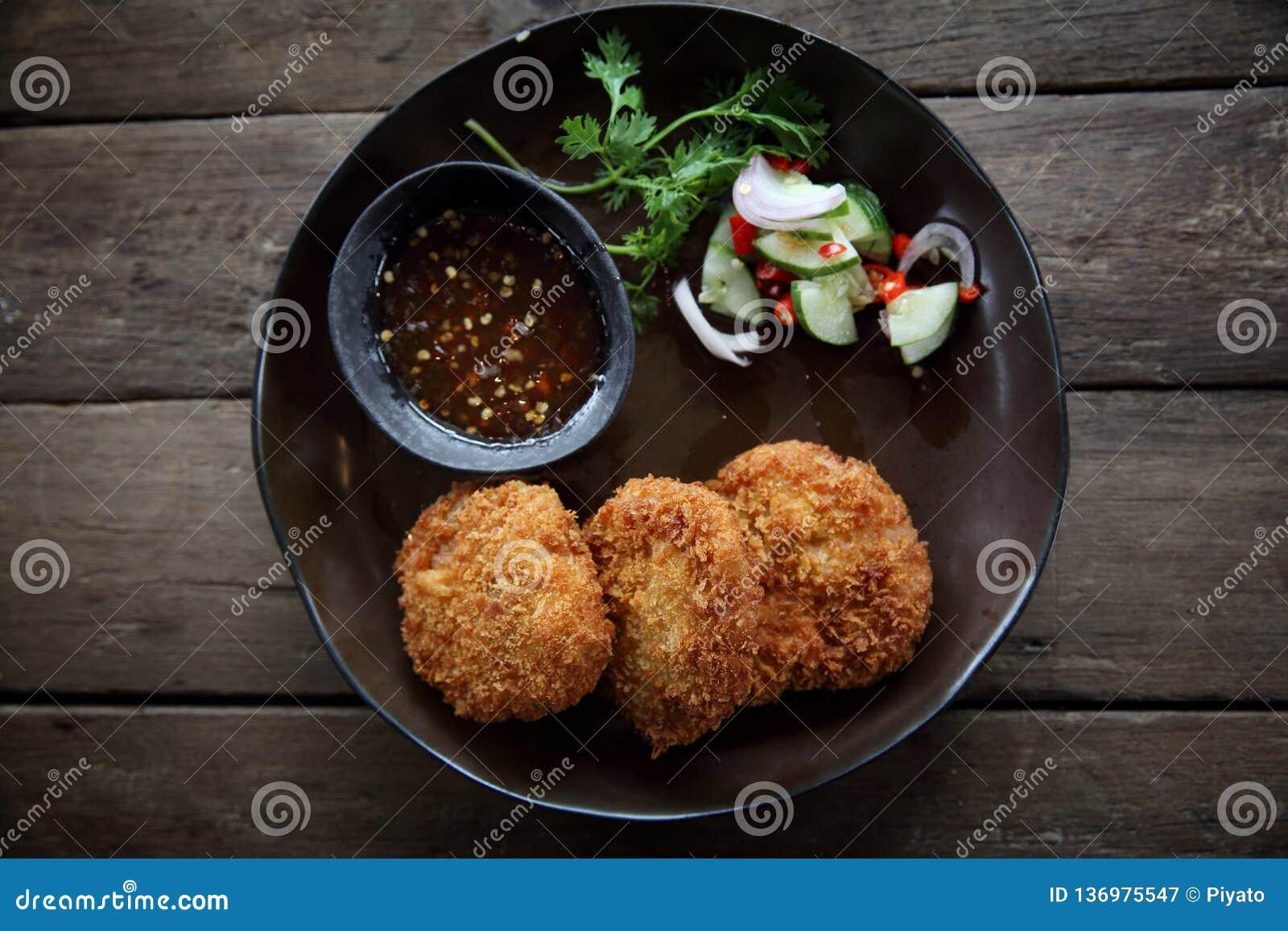 Stekt thai mat för räkaköttboll
