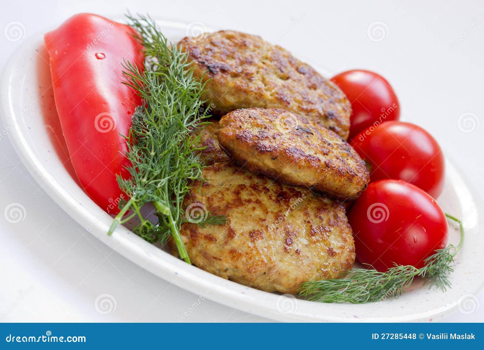 Stekte meatballs med dill och tomater