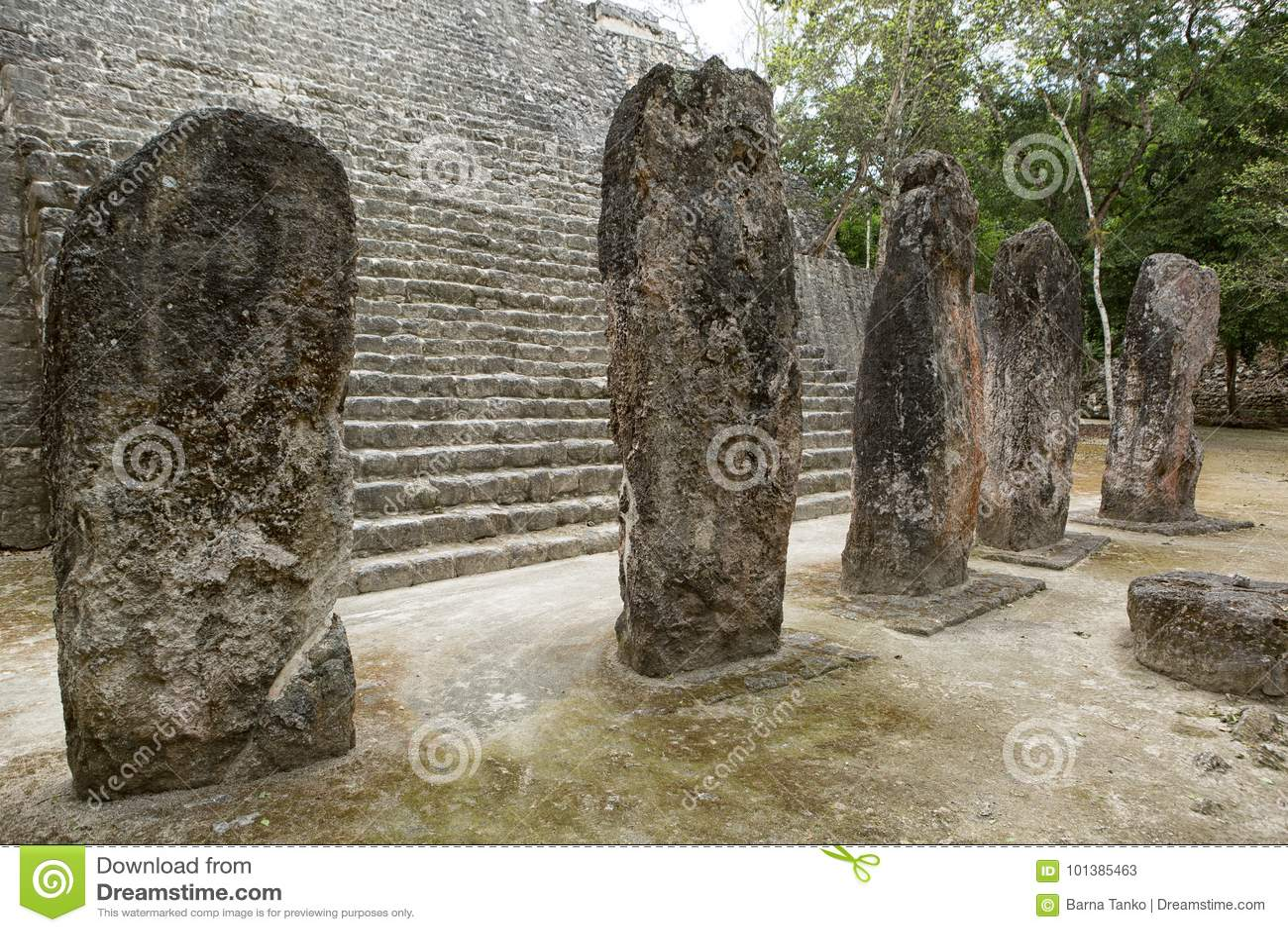 Stelae Майя на Calakmul в Мексике
