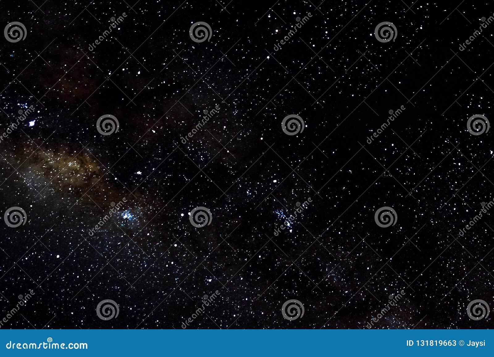 Stelle e fondo stellato del nero dell universo di notte del cielo dello spazio cosmico della galassia, starfield