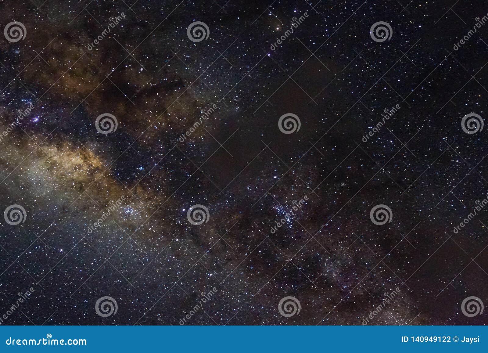 Stelle e fondo stellato del nero dell universo di notte del cielo dello spazio cosmico della galassia di starfield brillante