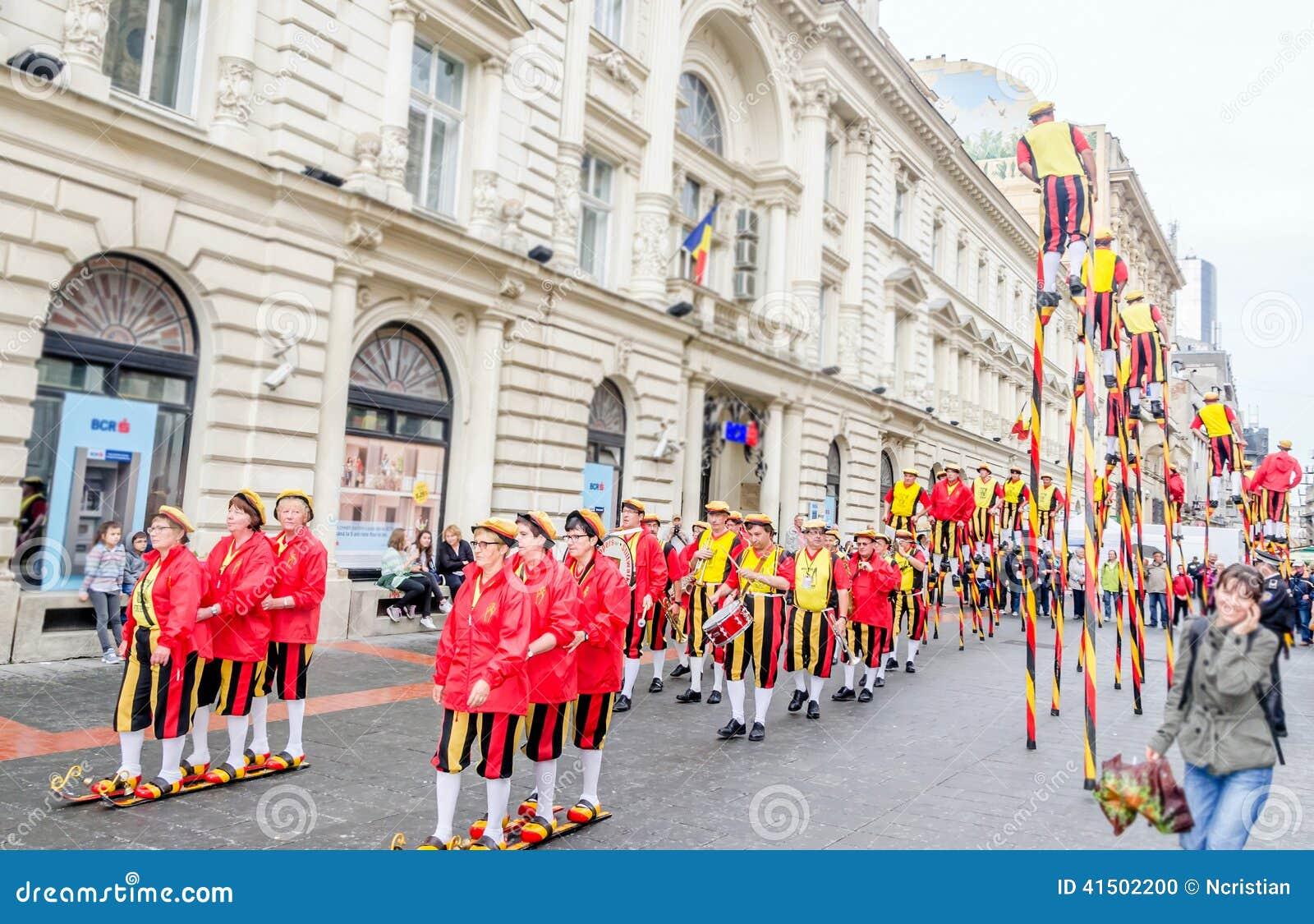 Steltlopers Merchtem Belgium, Stiltwalkers