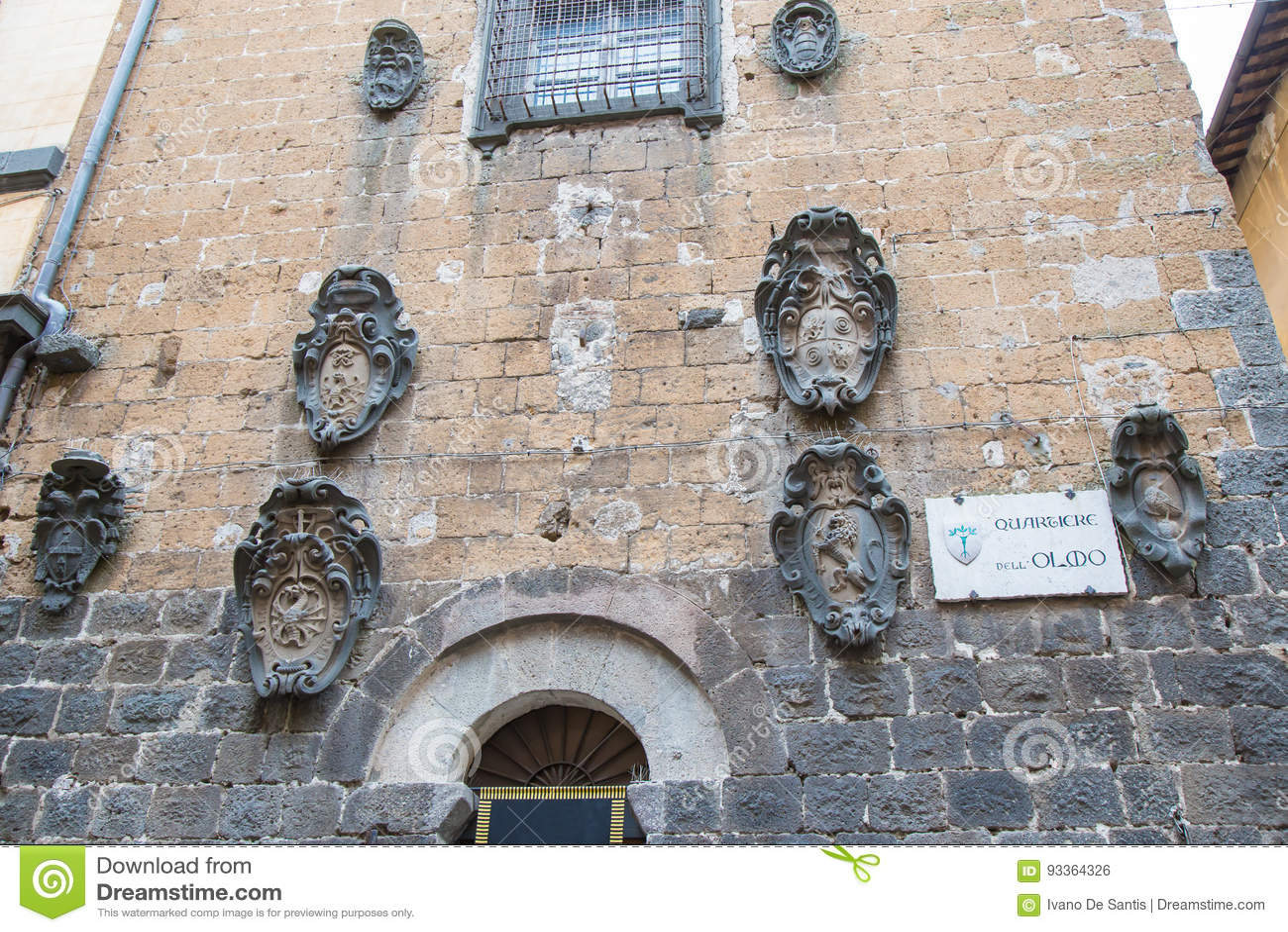 Stemma antica allegata alla parete