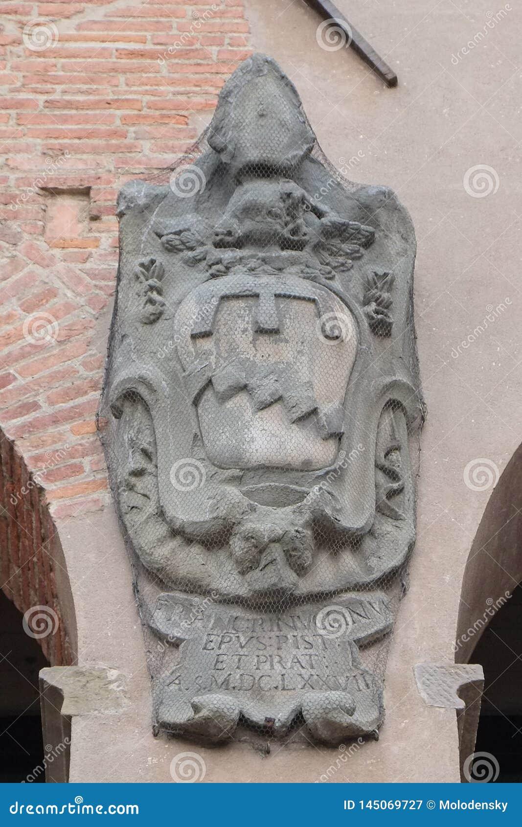 Stemma su una delle costruzioni medievali, Pistoia, Italia