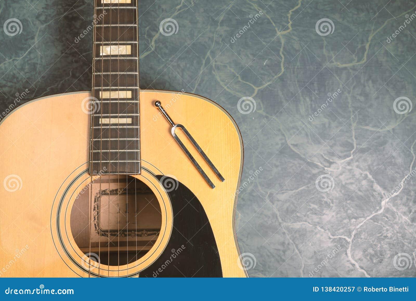 Stemvork en akoestische gitaar