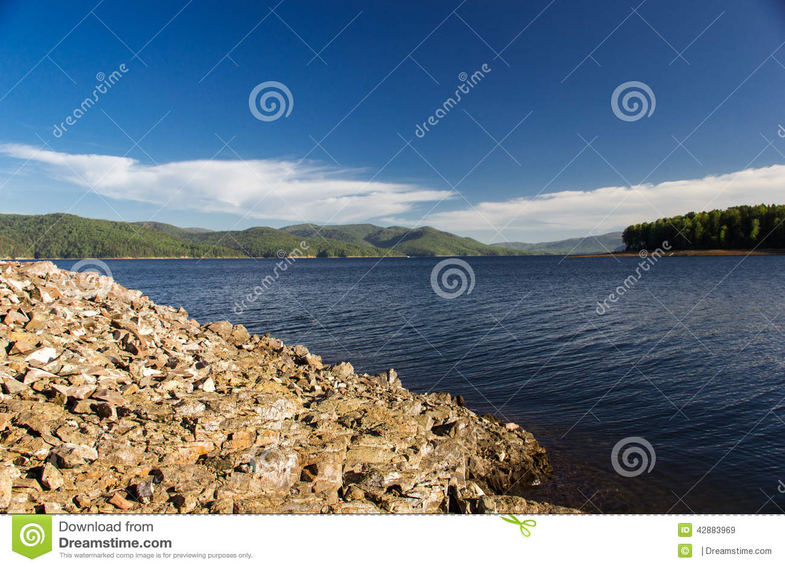 Stenar på den Enisey floden