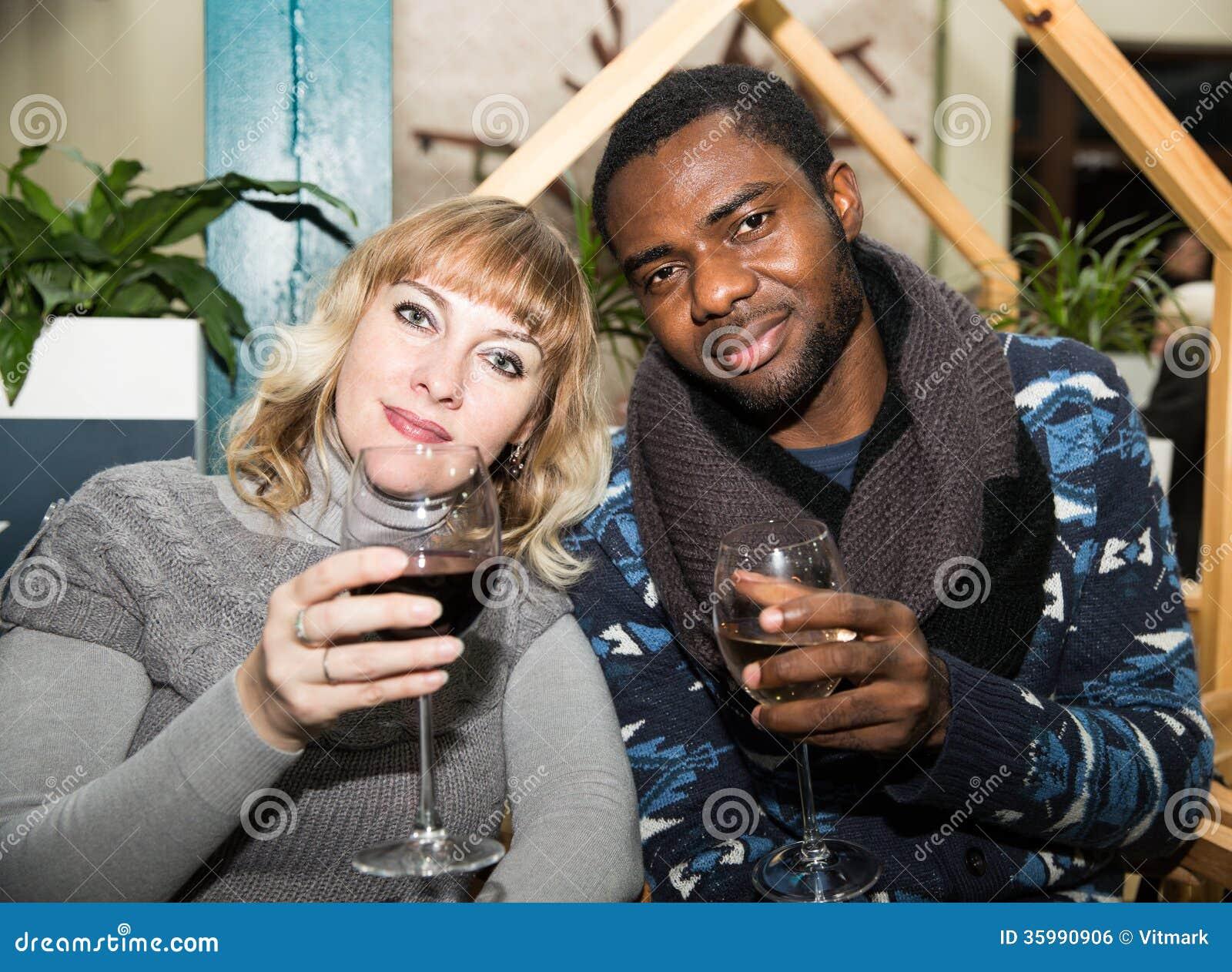 Svart man vit kvinna kärlek