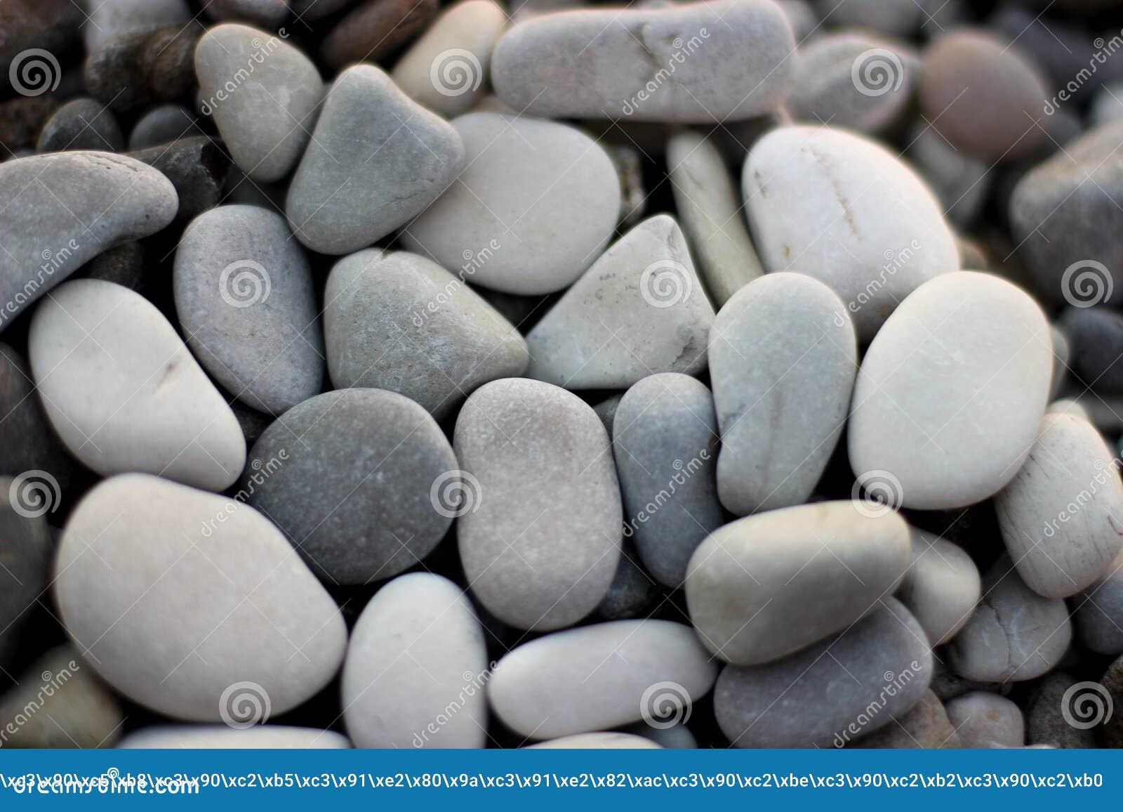 Stenen op het strand, grijze stenen, vele stenen