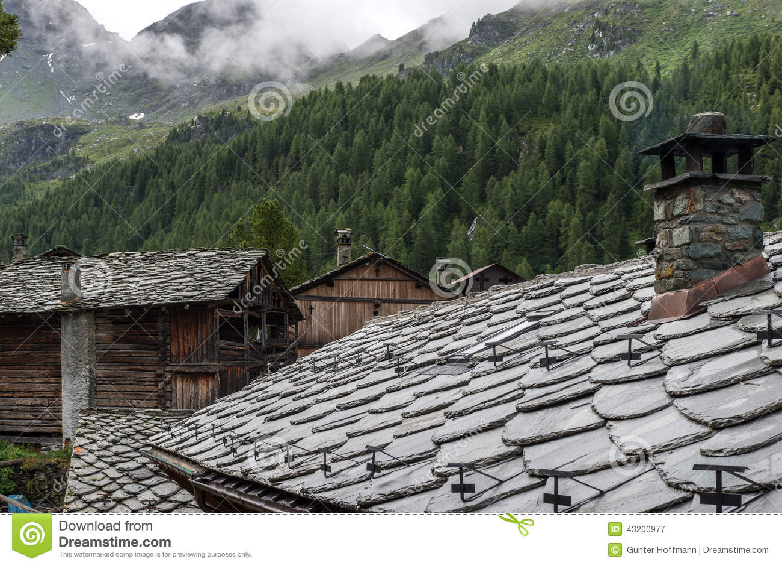 Download Stentak Av En Walser By, Cuneaz (Italien) Fotografering för Bildbyråer - Bild av regn, tree: 43200977