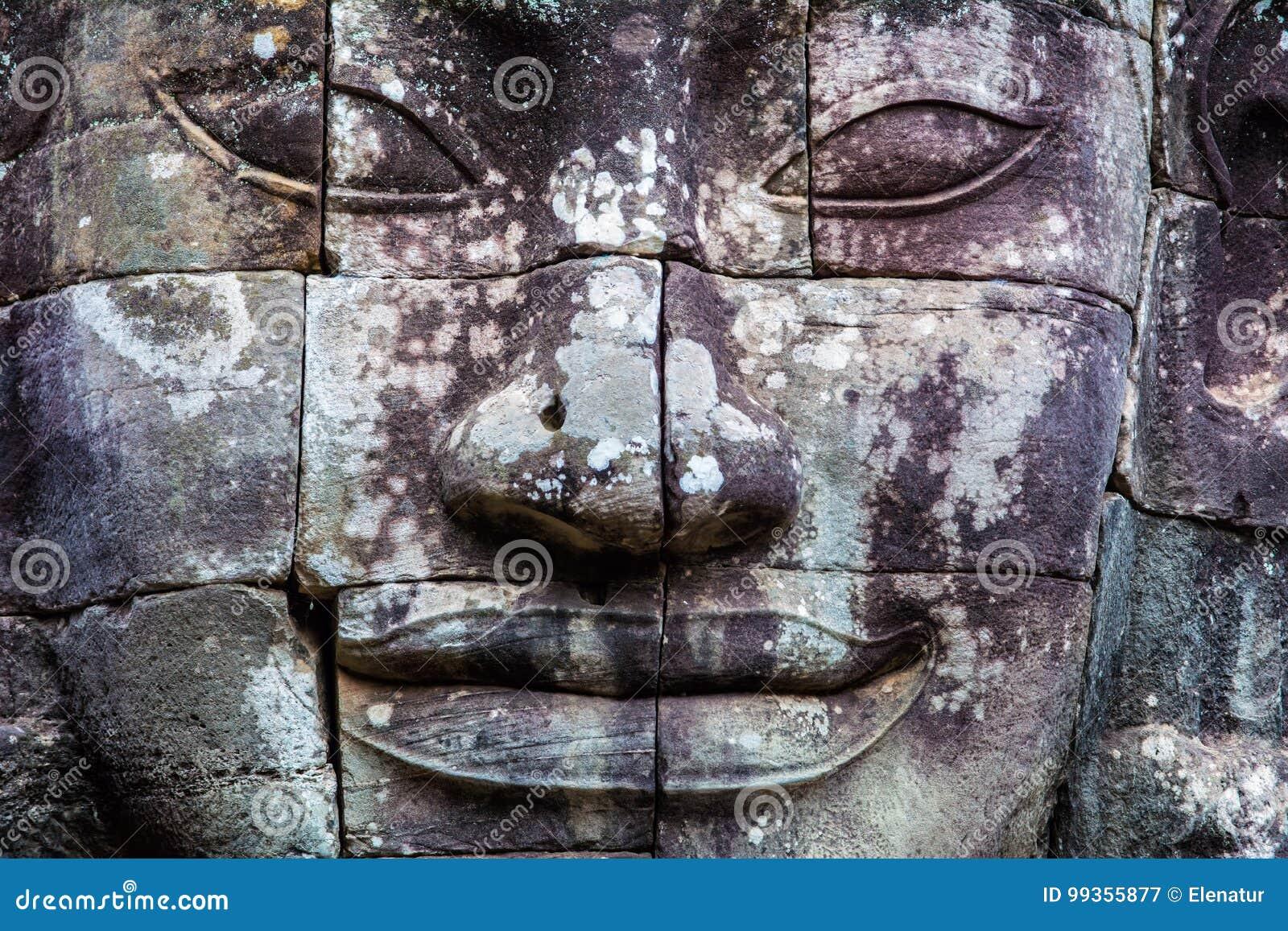 Stenväggmålningar och statyBayon tempel Angkor Thom Angkor Wat