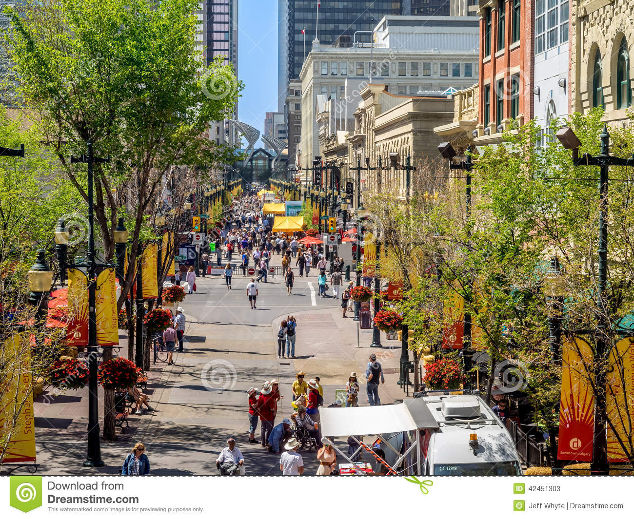 Download Stephen Avenue During Stampede Editorial Stock Photo - Image of commercial, brick: 42451303