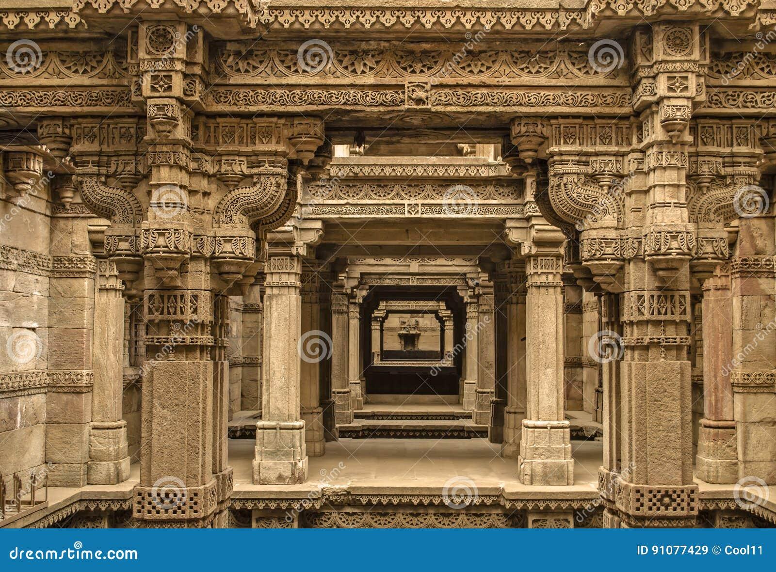 Stepwell d Adalaj - endroit de touristes d héritage indien, Ahmedabad, guja