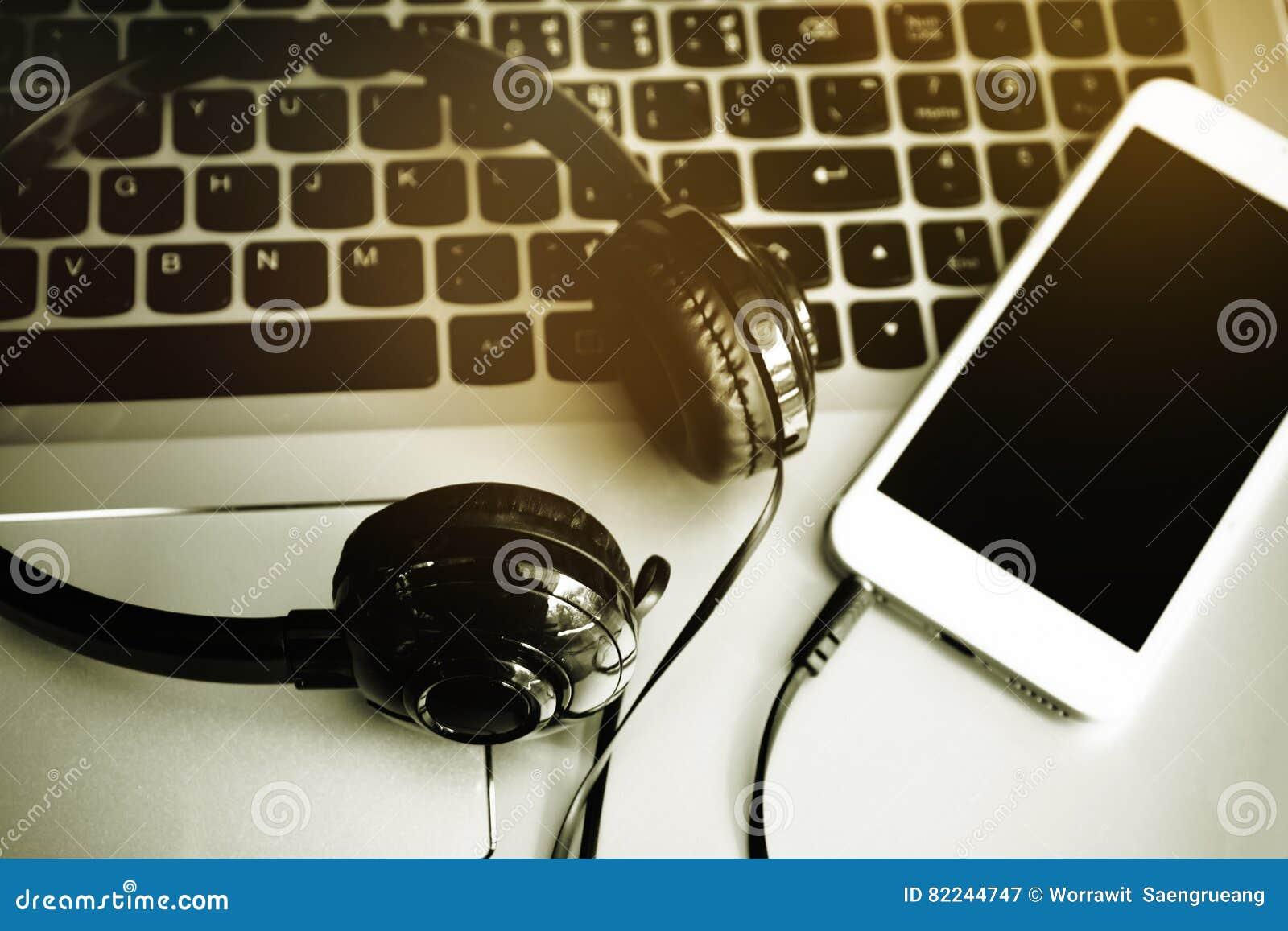 Stereo hełmofony, telefon komórkowy i klawiatura, komputerowa, Online muzyka, ściąganie piosenka na wiszącej ozdobie