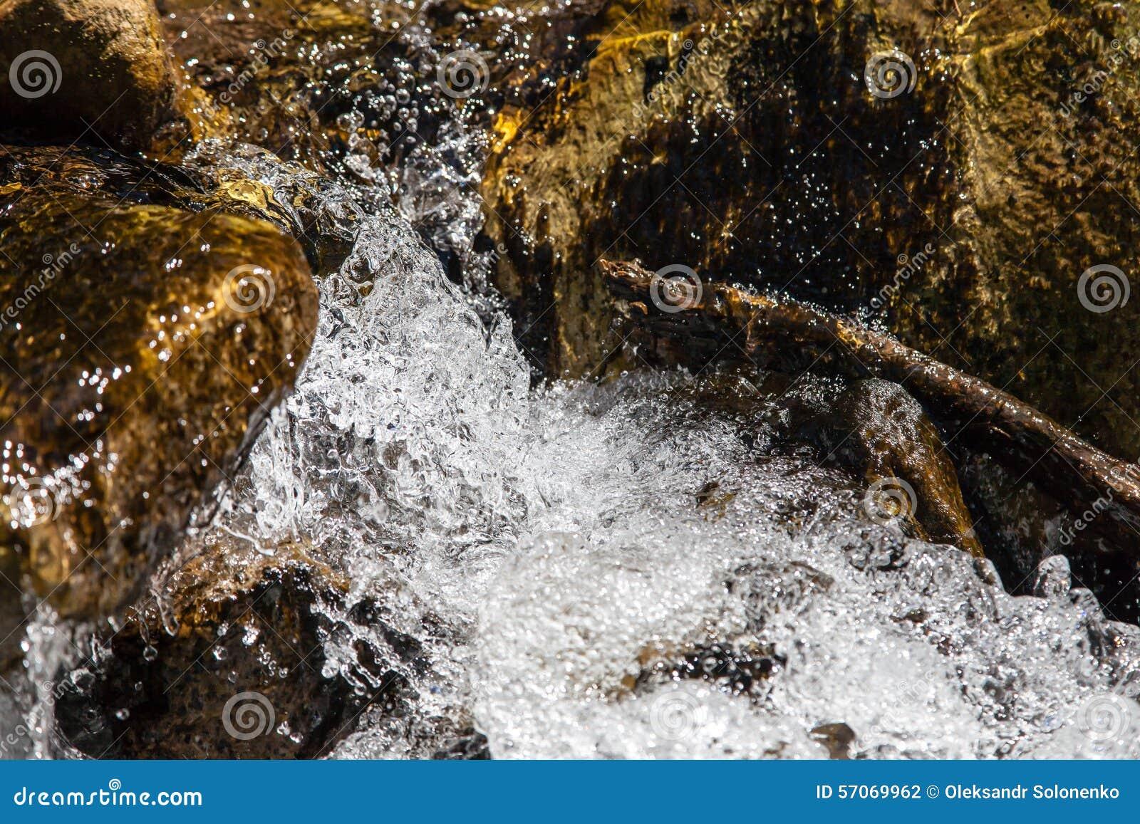 Sterke close-up snelle wateren van rivier