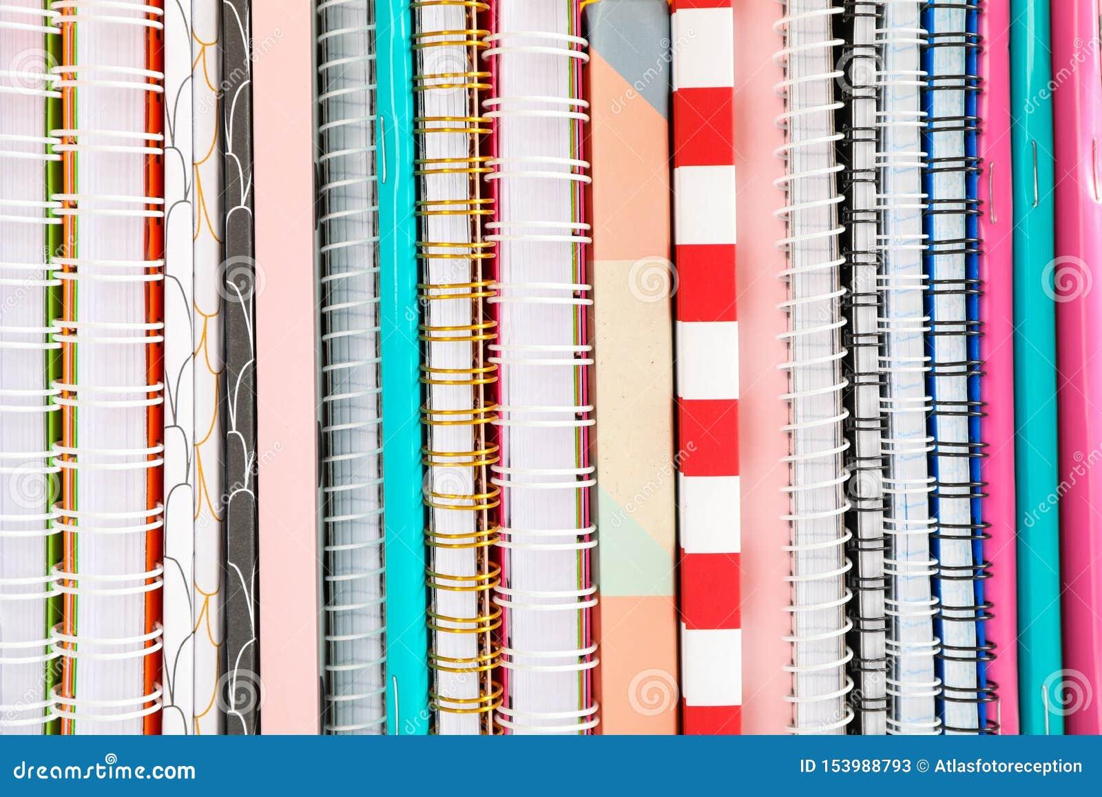 Sterta kolorowe książki i copybooks jako tło