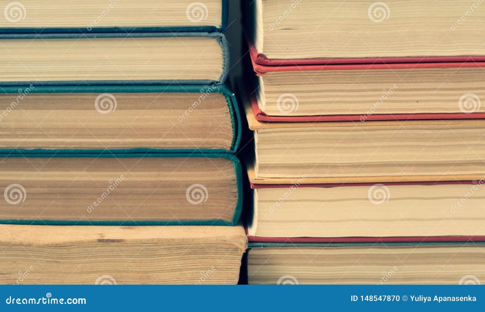 Sterta stare colorfull książki