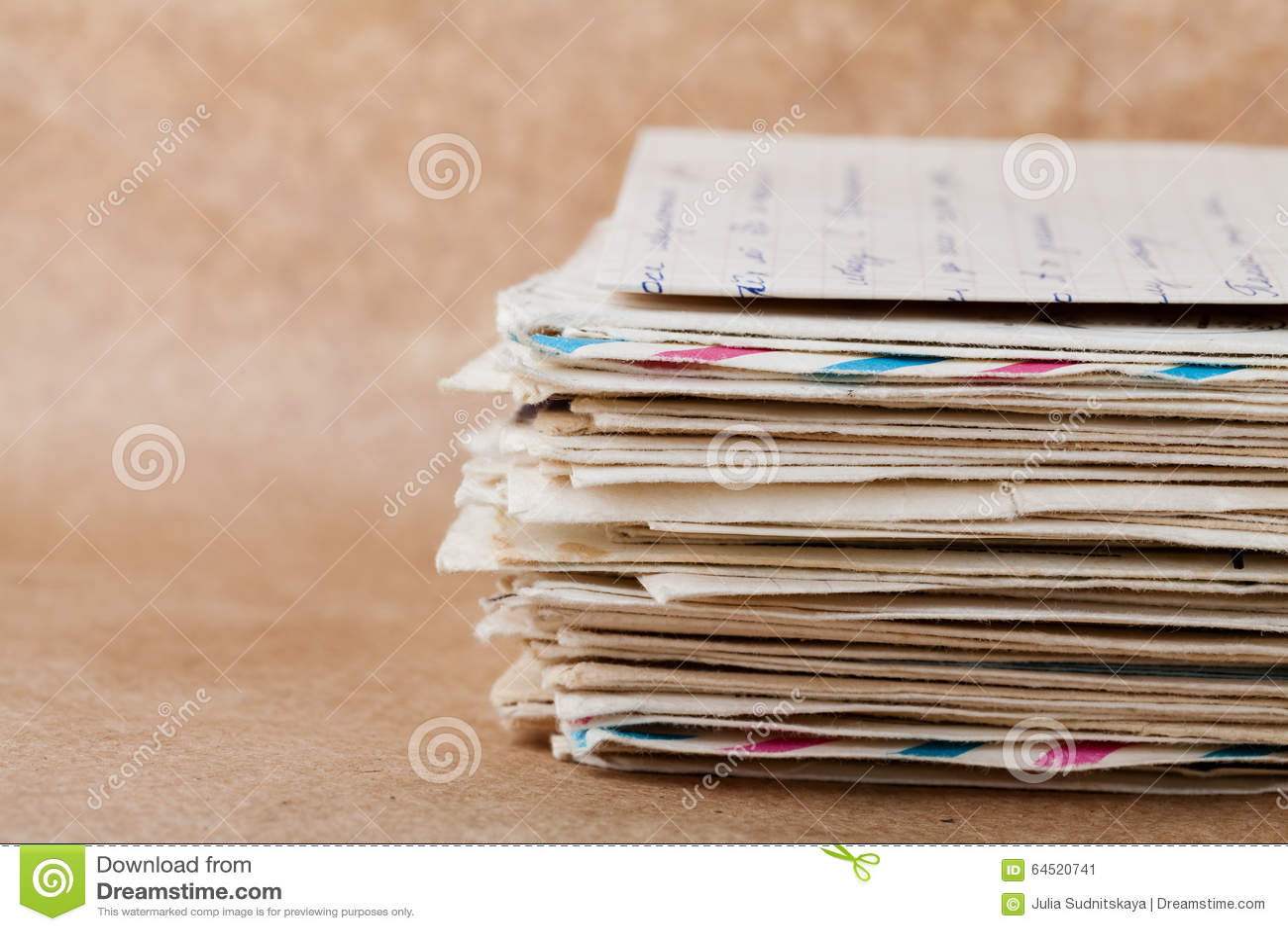 Sterta stare koperty i listy na Kraft papierze
