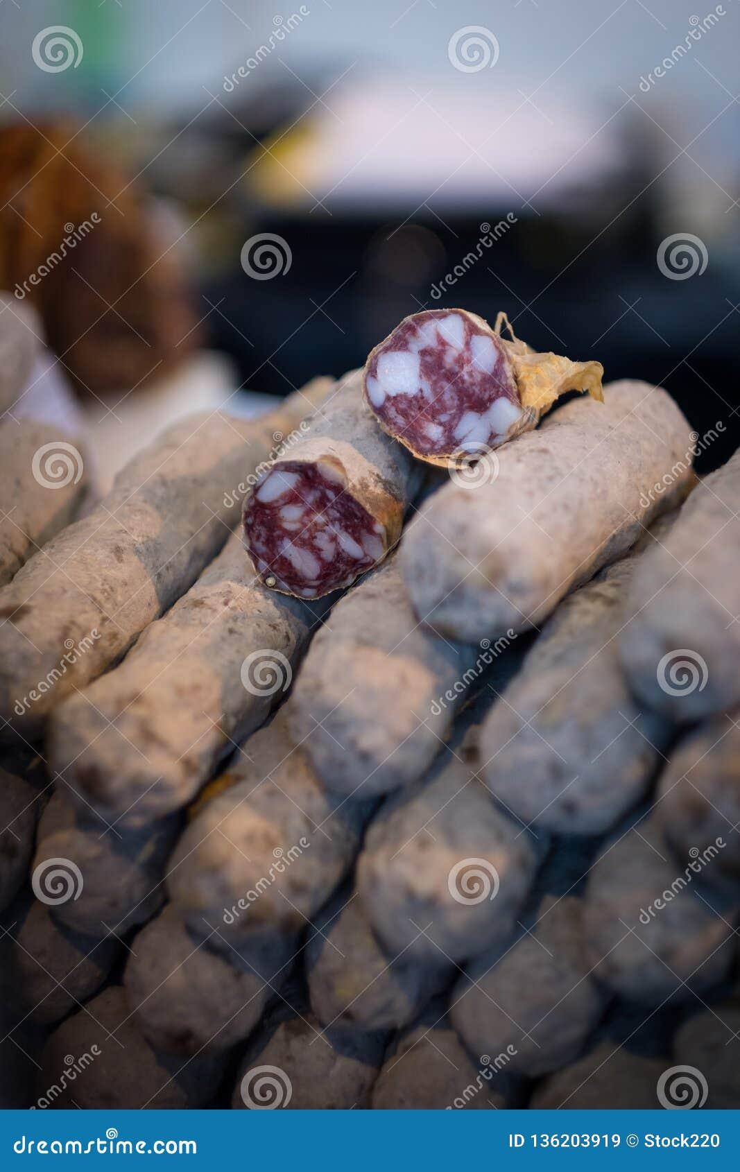 Sterta wysuszone salami kiełbasy