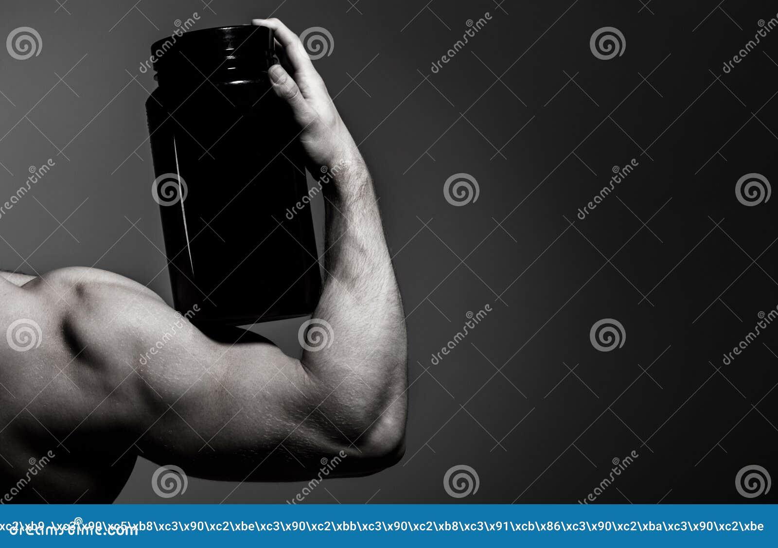 Steryd, sport witamina, podawać doping, anabolic, proteina Mięśniowa ręka, tricep Silna ręka, mężczyzna ręka, pięści Mięśniowa rę