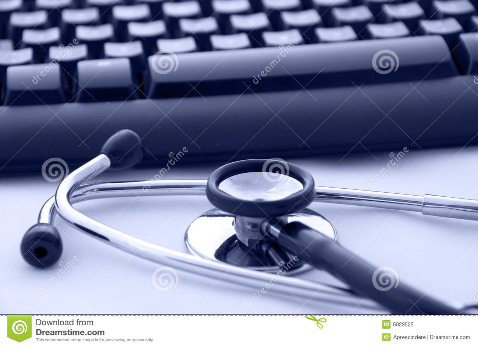 Stethoscoop door een computertoetsenbord