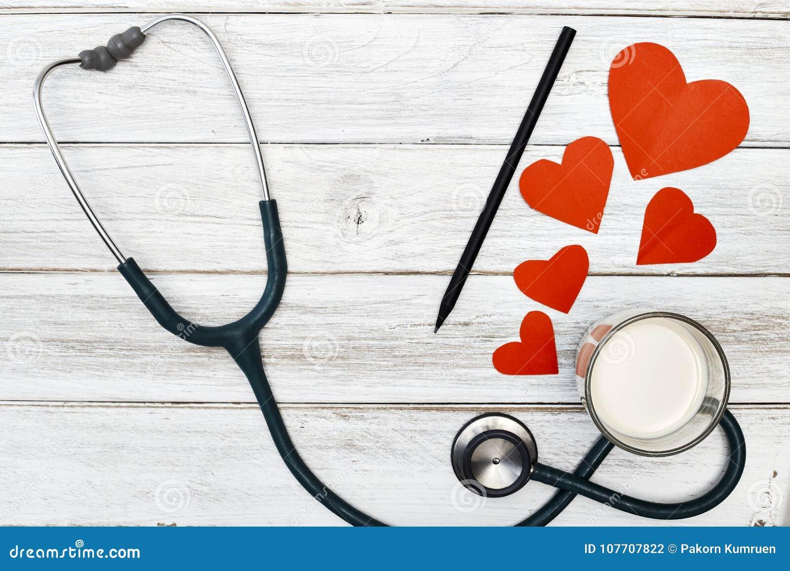 Download Stethoscoop En Liefde Rood Document Stock Foto - Afbeelding bestaande uit melk, kliniek: 107707822
