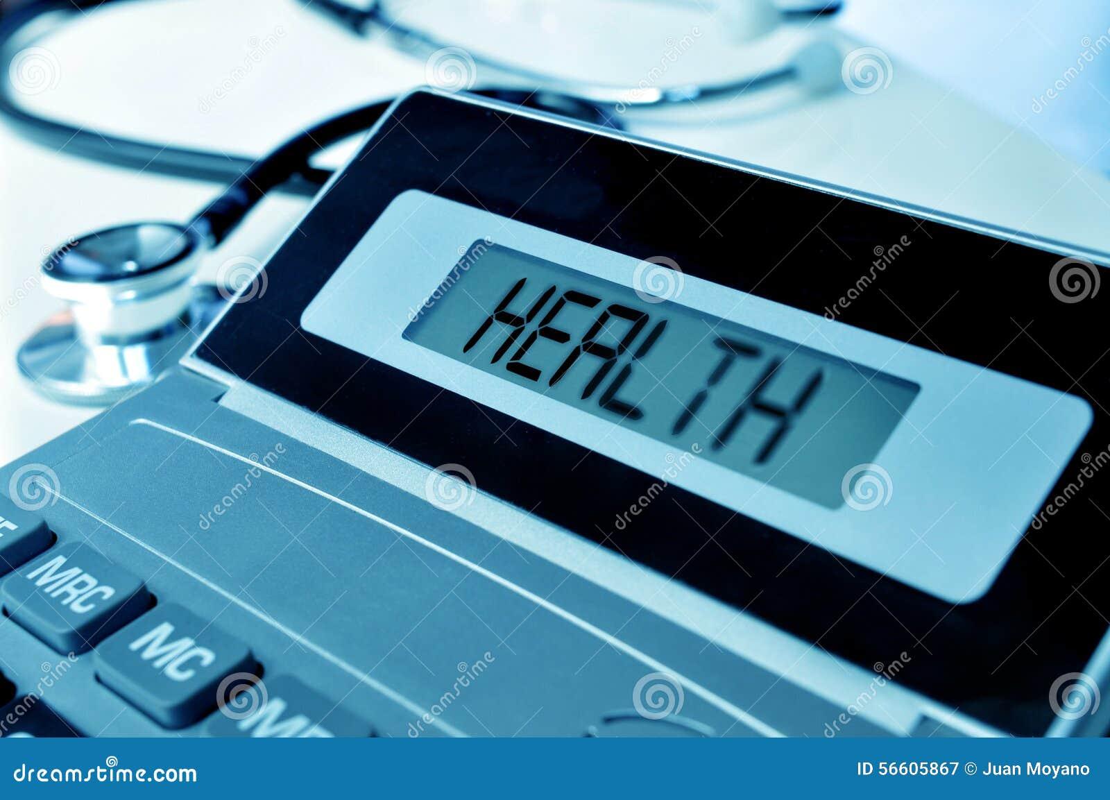 Stethoscoop en woordgezondheid in de vertoning van een calculator