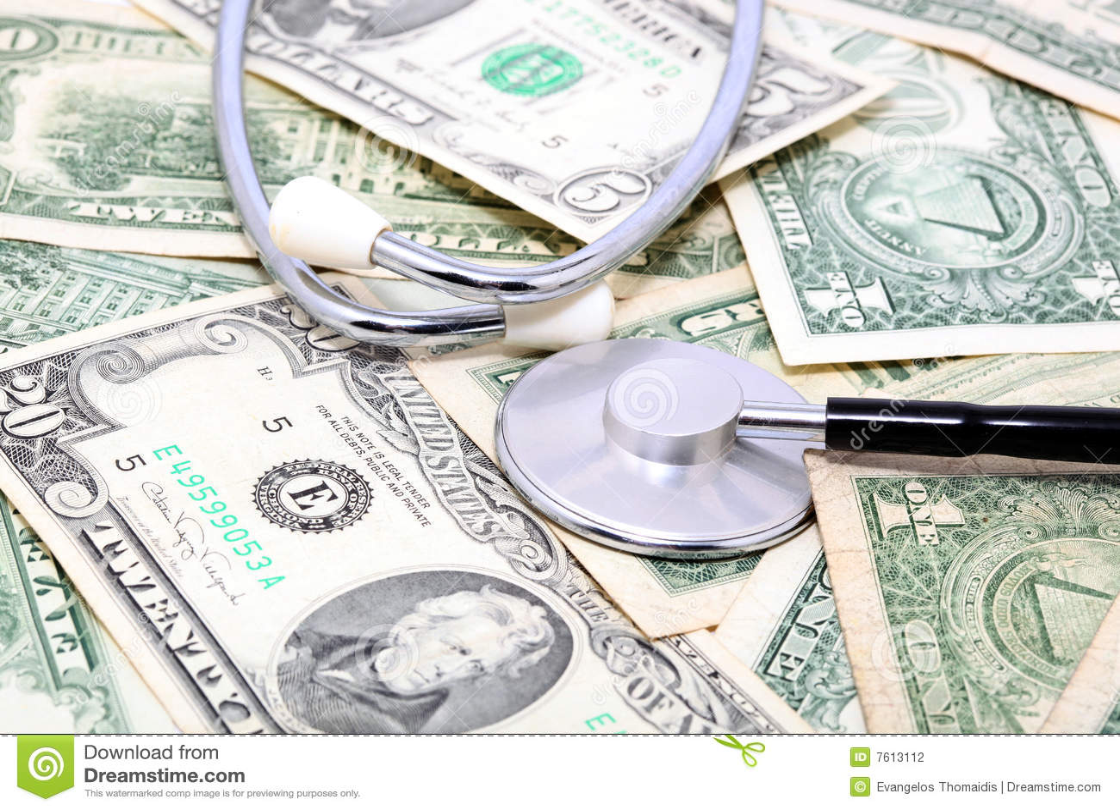 Stethoskop auf Dollar