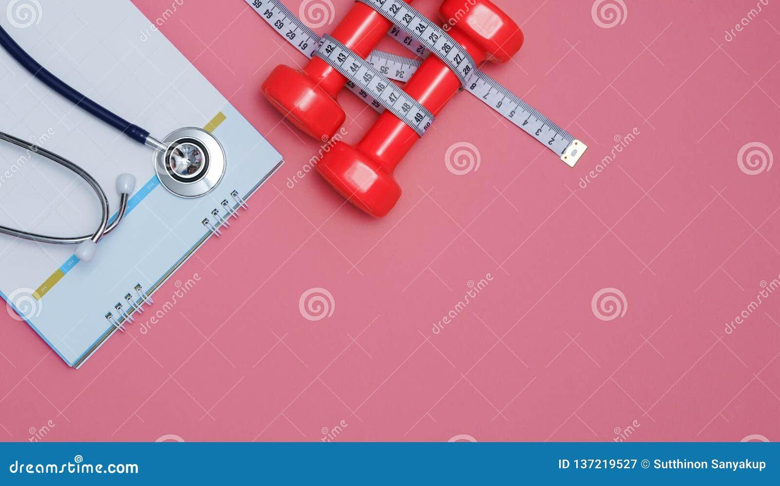 Stetoscopio e un calendario Aggiusti l appuntamento del ` s ed assista nell ospedale Nastro di misura e della testa di legno su f