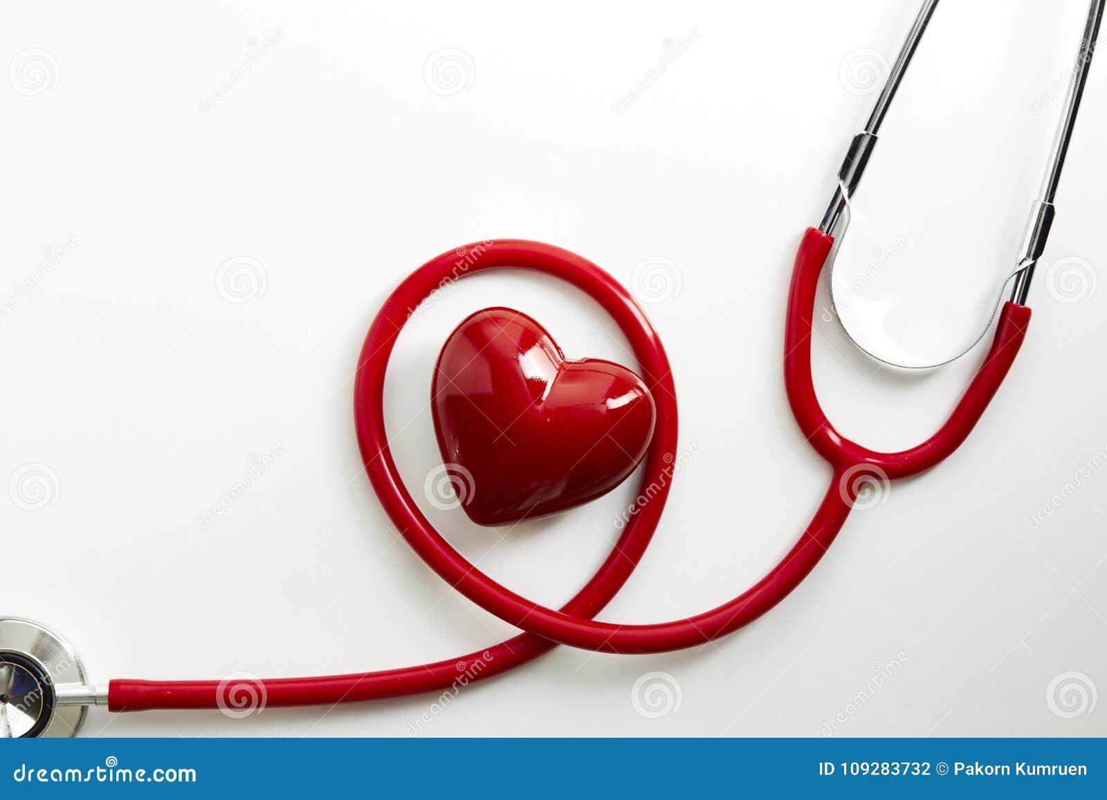 Stetoscopio rosso con cuore rosso