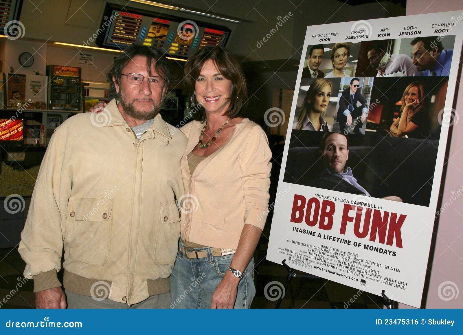 Steve Goldstein y Terri Mann en la premier de Los Ángeles del ?canguelo de Bob?. Teatros de la puesta del sol 5 de Laemmle, Los Án