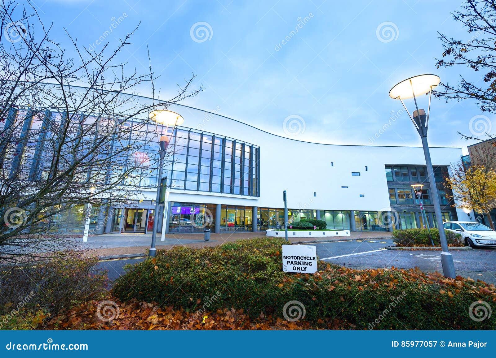 STEVENAGE, faculdade norte do Reino Unido - 4 de novembro de 2016 Hertfordshire na noite