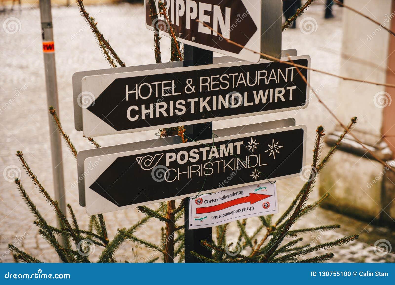 Steyr, Αυστρία - το Δεκέμβριο του 2017: Σημάδια που δείχνουν τα Χριστούγεννα