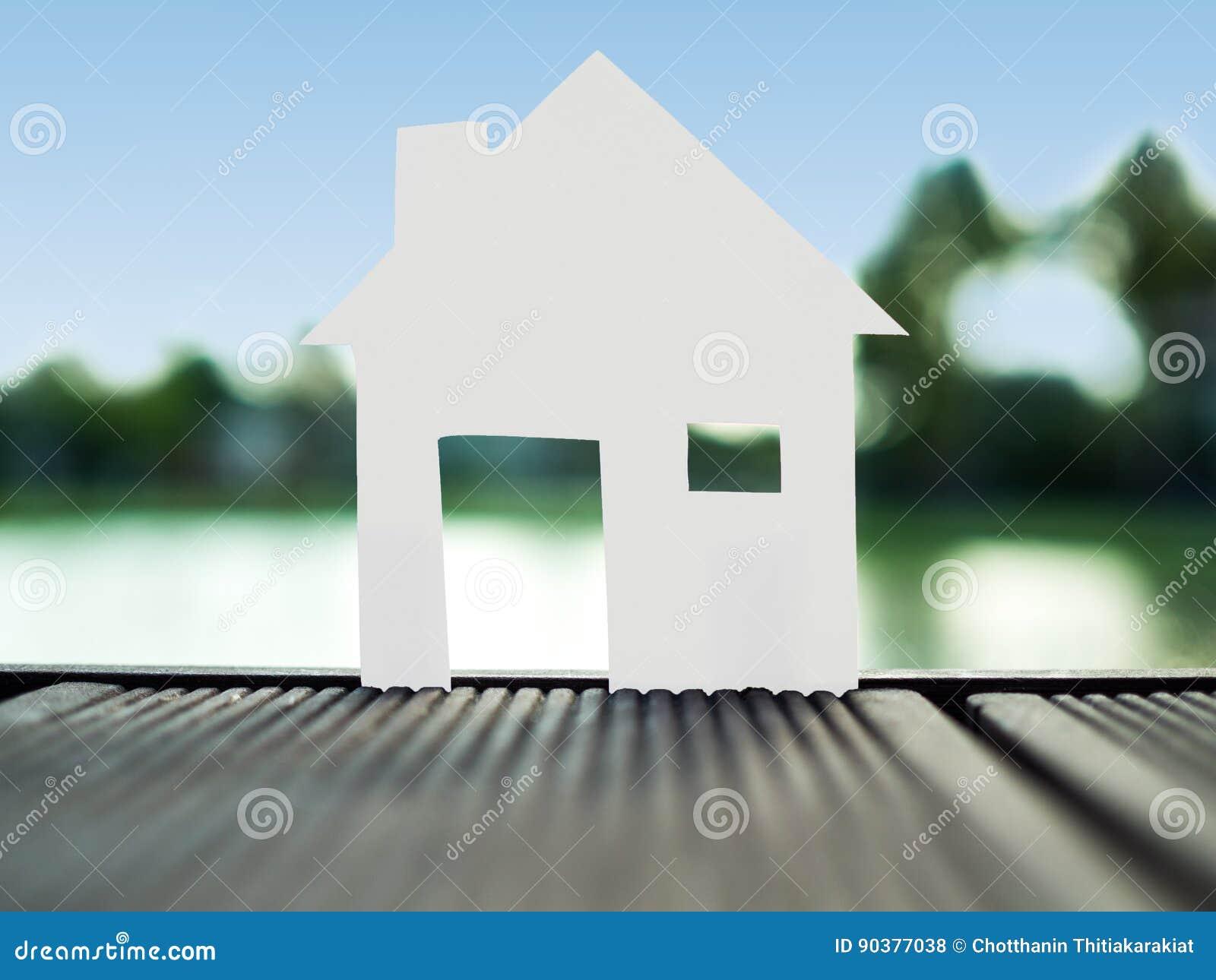 Stia la casa di carta sola nel parco, risparmi i soldi per il concetto futuro del bene immobile