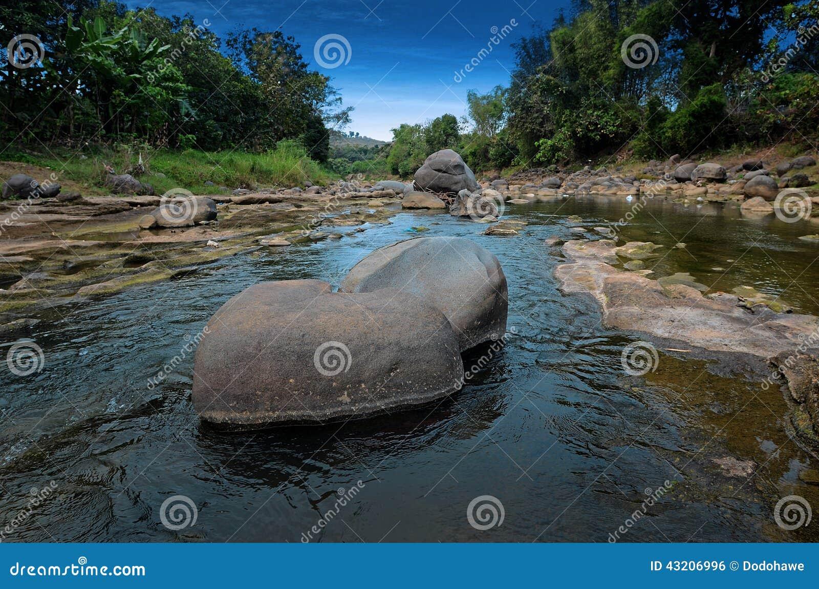 Download Stickande flod arkivfoto. Bild av bitingly, liggande - 43206996