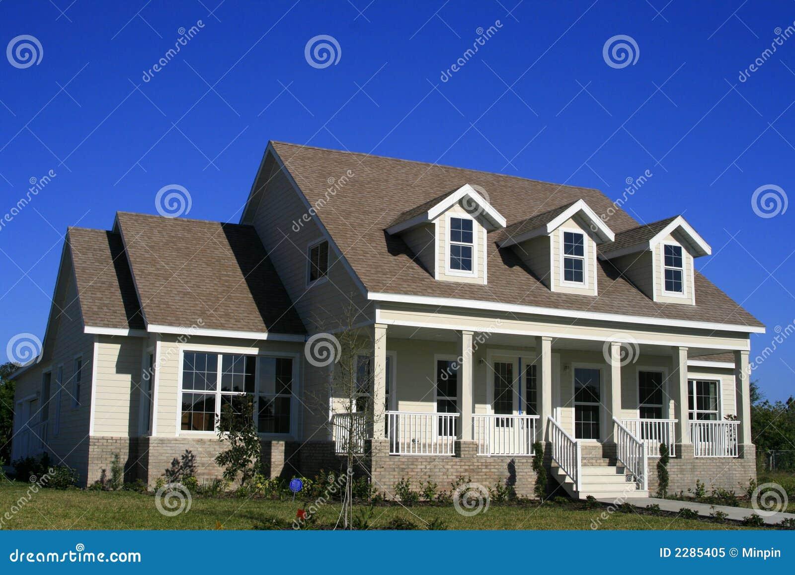Stile casa americano del paese fotografia stock libera da for Casa in stile ranch con portico
