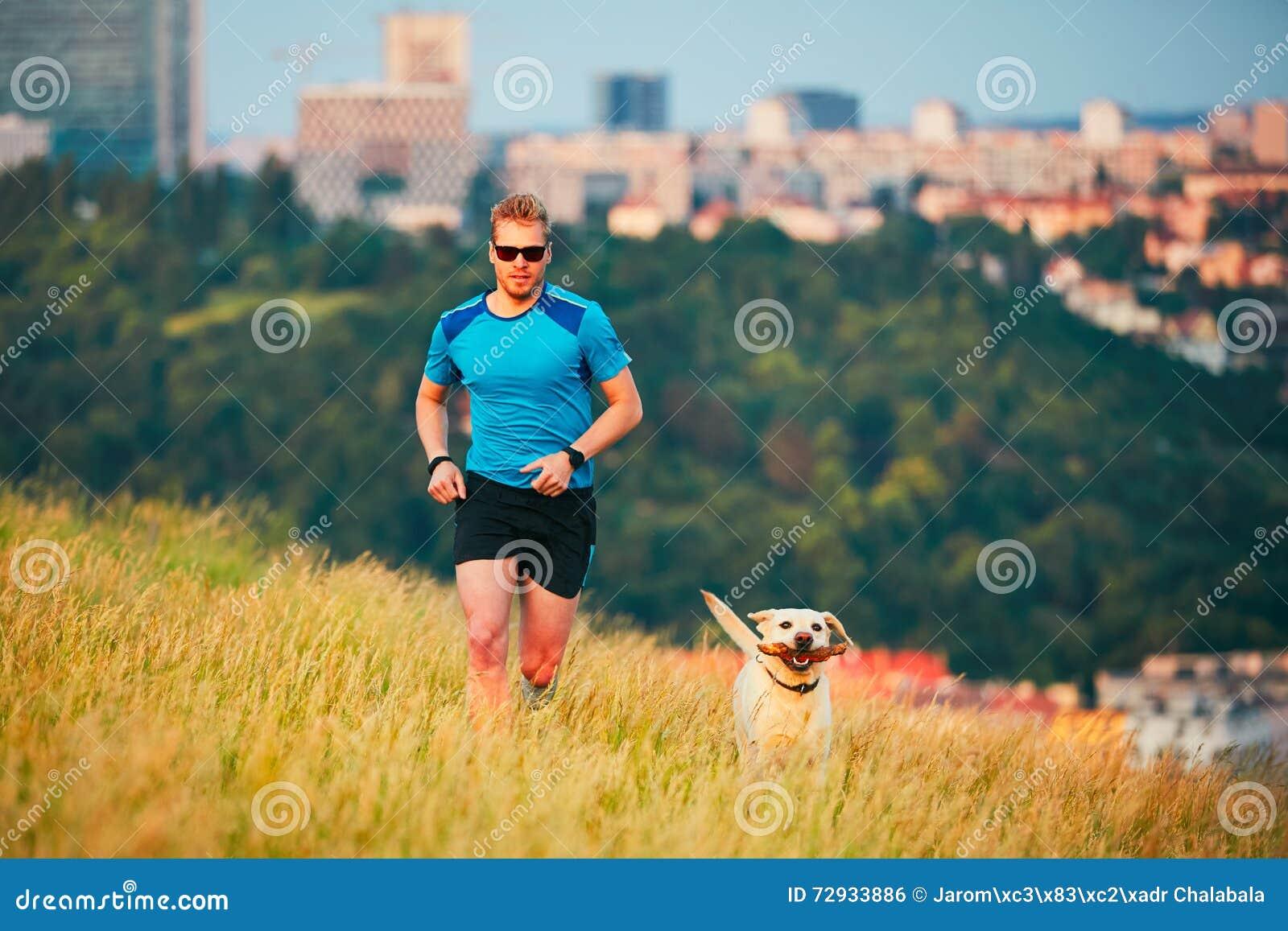 Stile di vita di sport con il cane