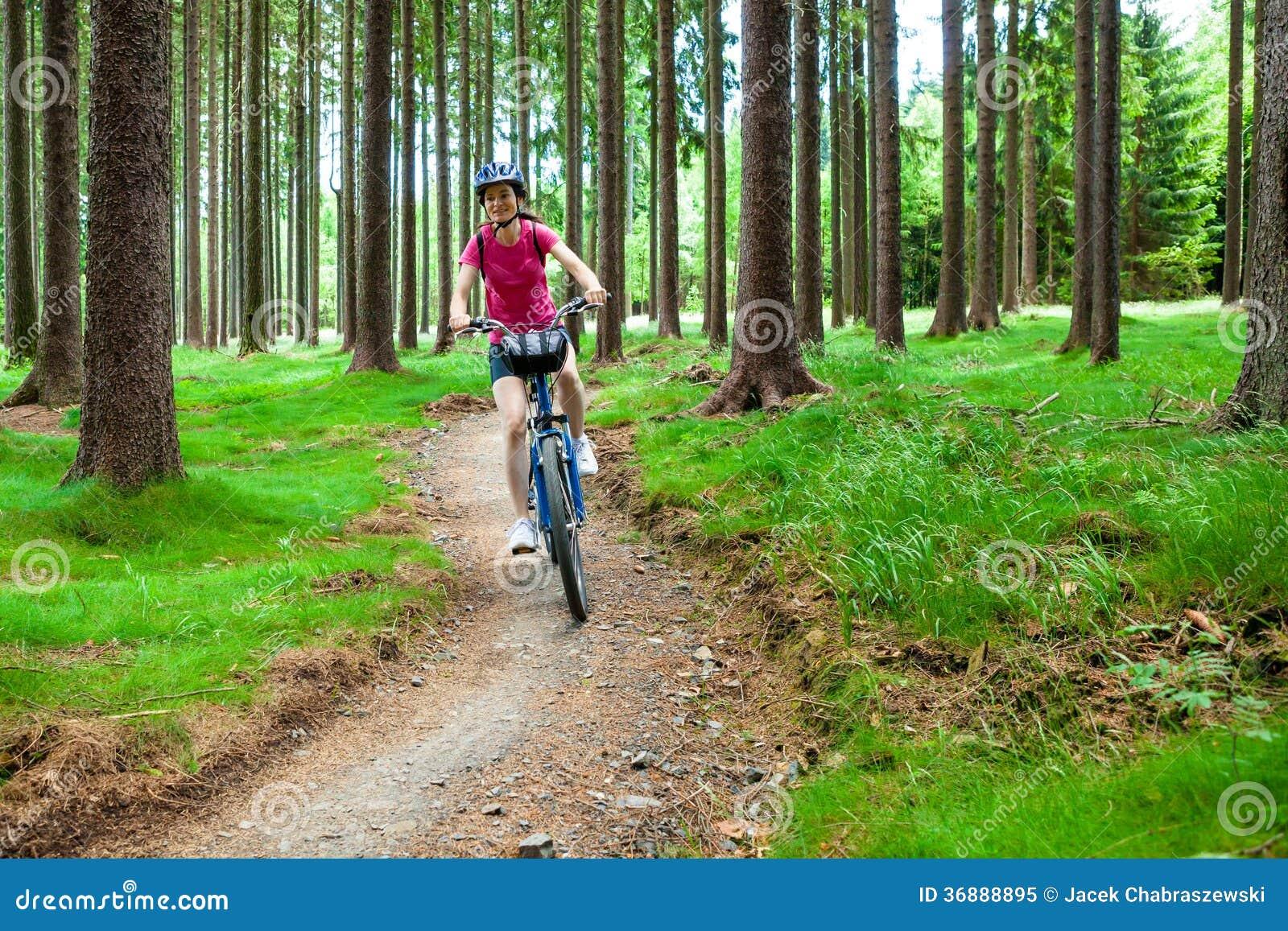 Download Stile Di Vita Sano - Riciclaggio Della Donna Immagine Stock - Immagine di biking, bikers: 36888895