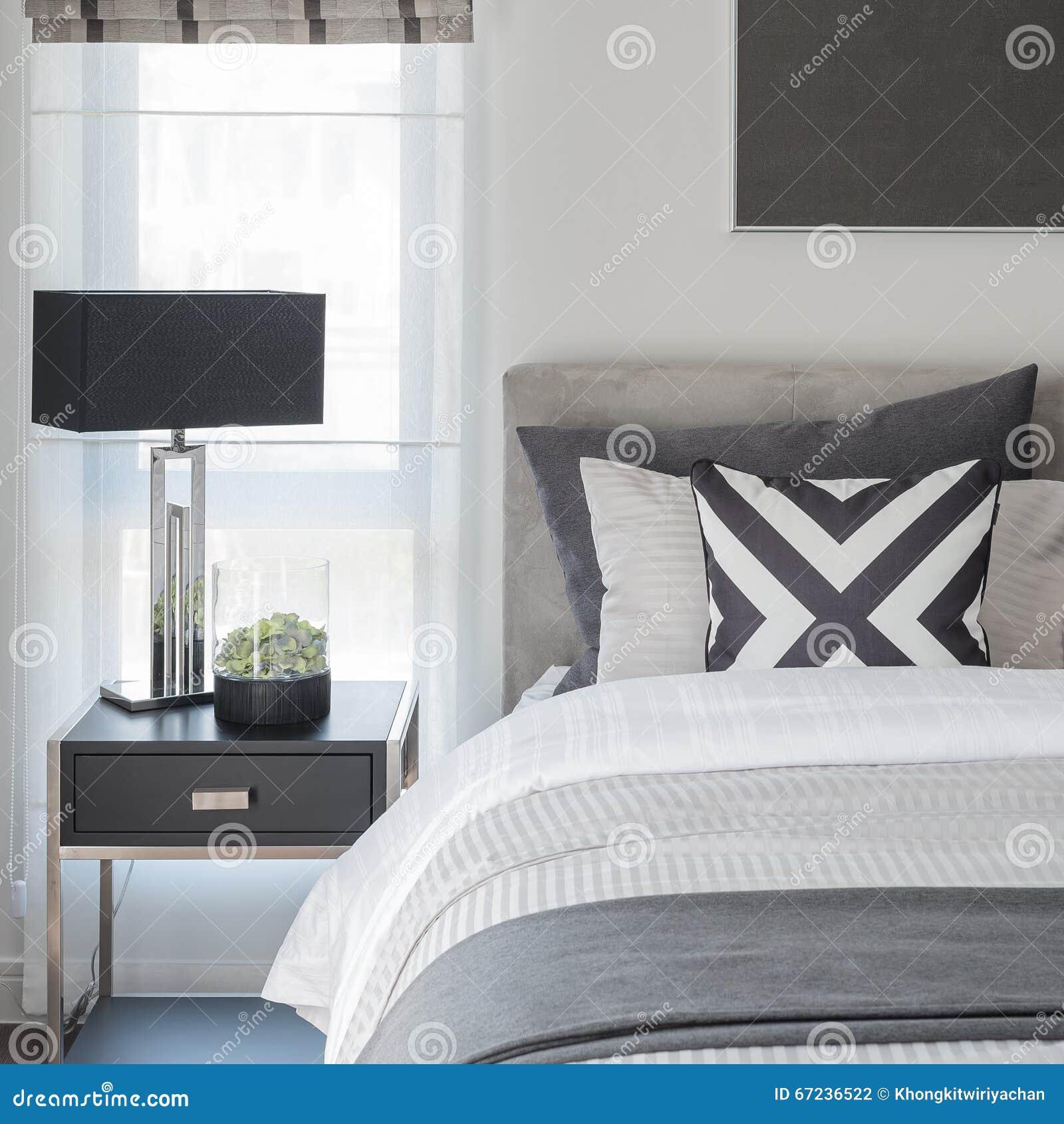 Camera da letto bianca e nera design del for Camera letto design