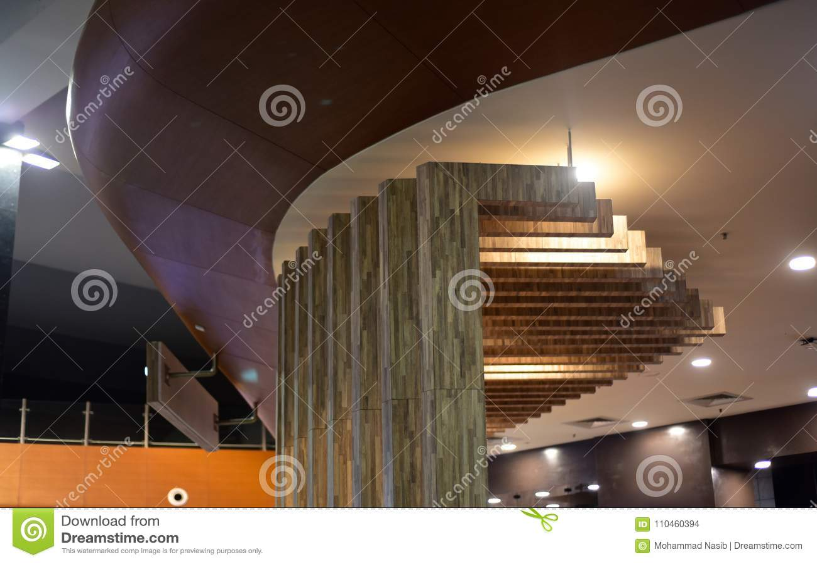 Stilfull inredesign av ett modernt arkitektoniskt byggnadsfotografi