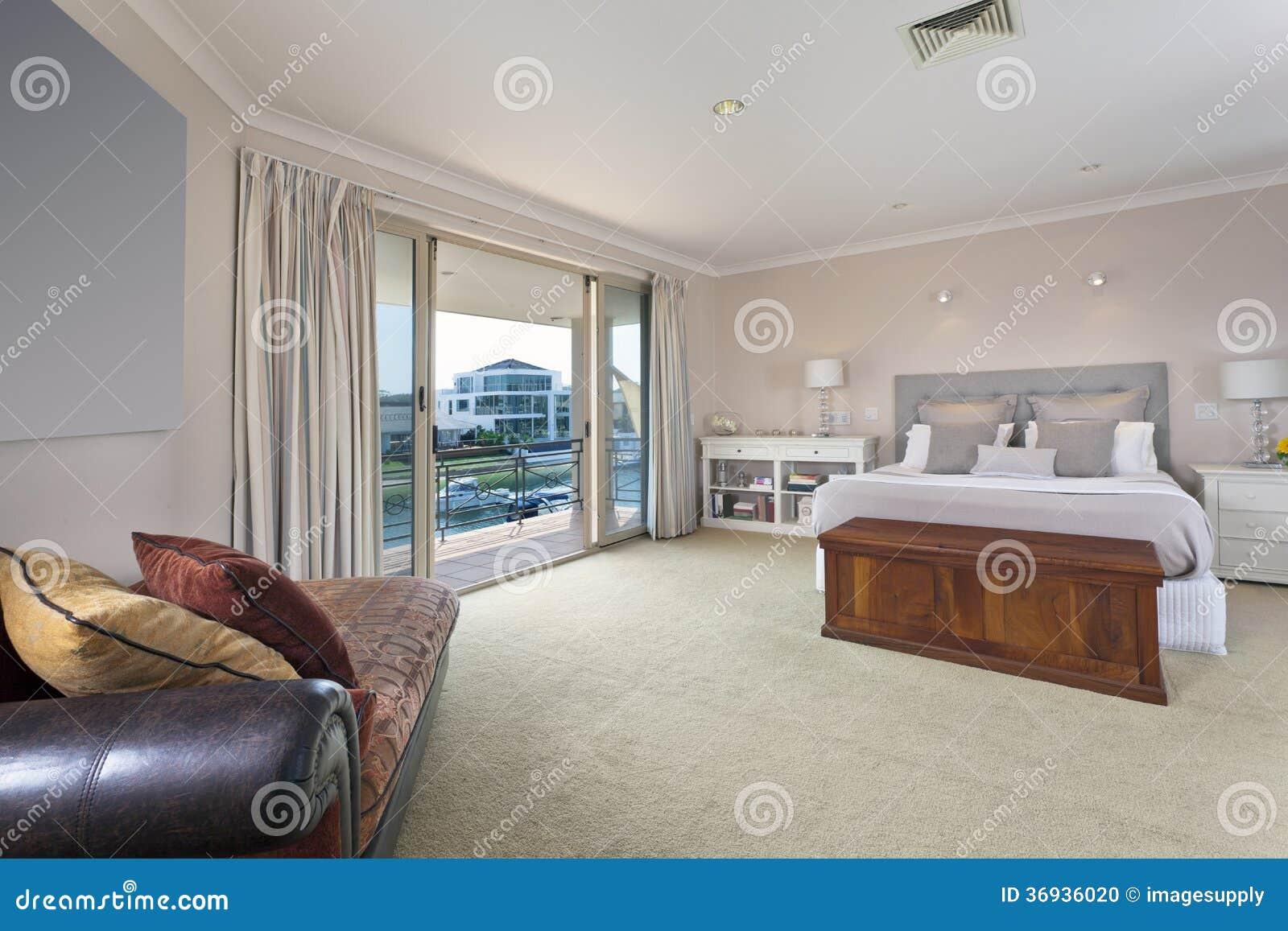 Stilfullt Ledar- Sovrum I Australisk Herrgård Arkivfoto - Bild ...