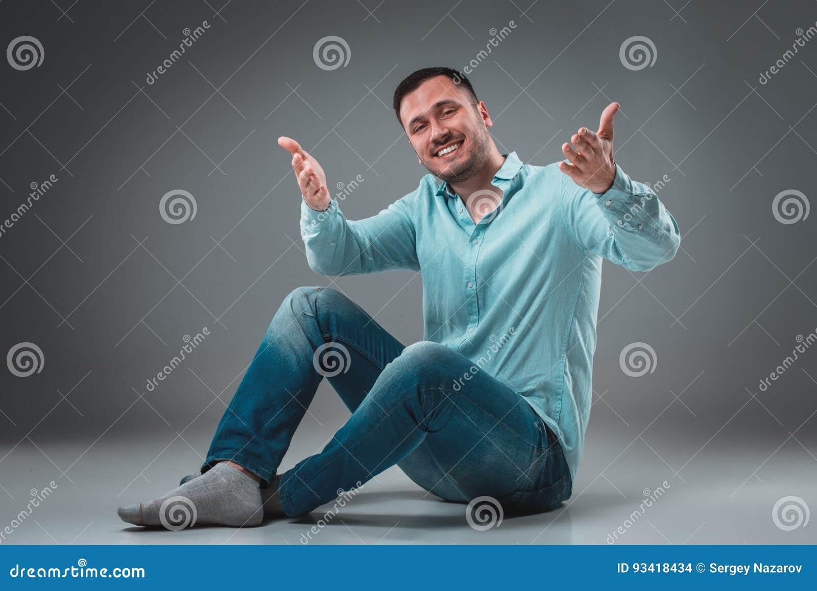 blå gråa händer
