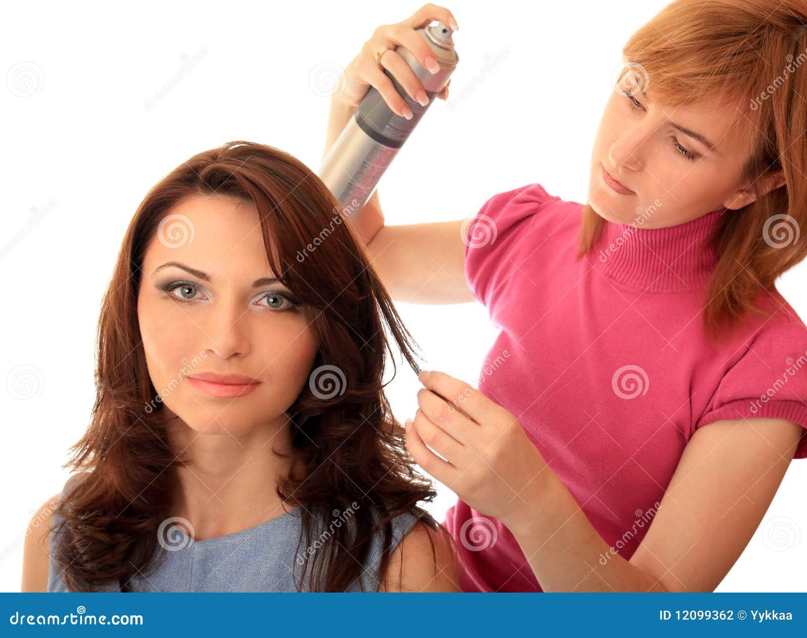 Stilist stellt Haar her