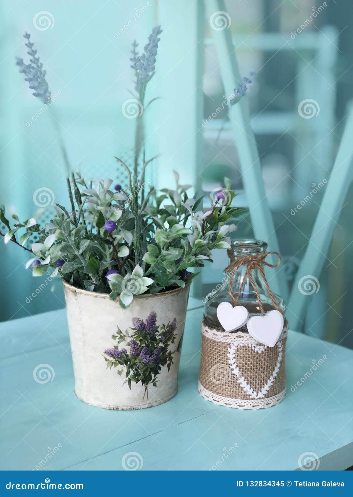 Stilleben med blommor i Provence stil