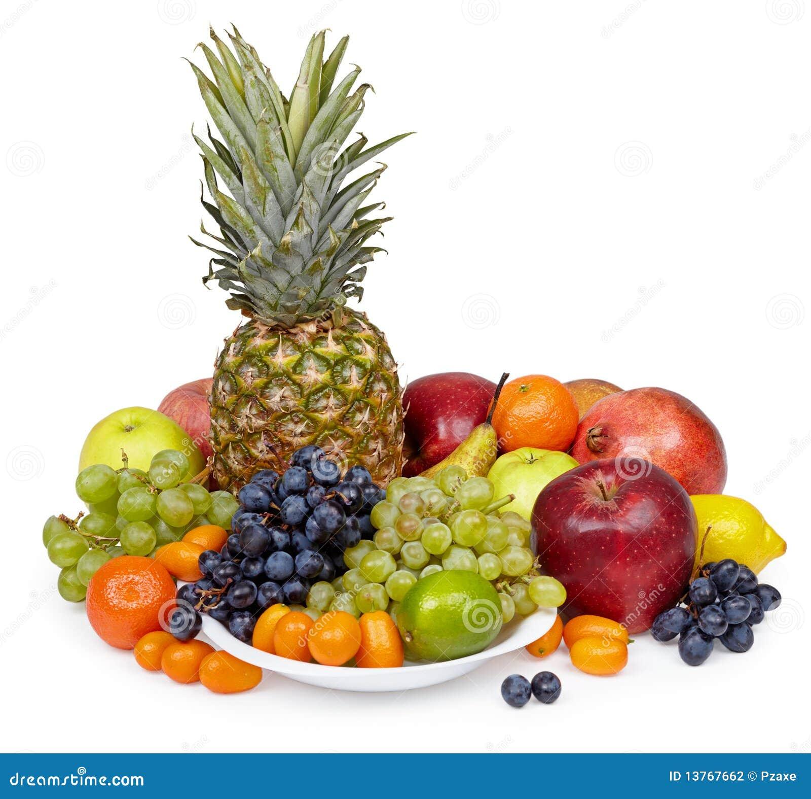 Stilleven van tropische vruchten op witte achtergrond