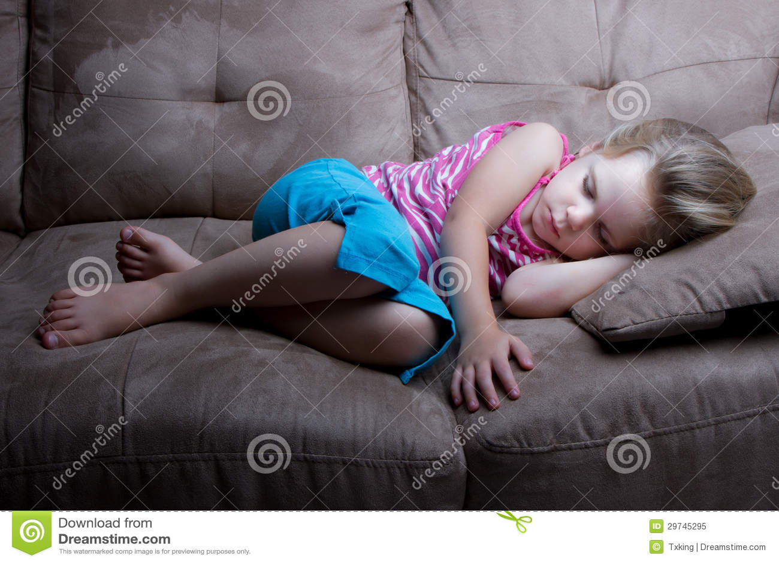 Stillstehen weg auf der Couch