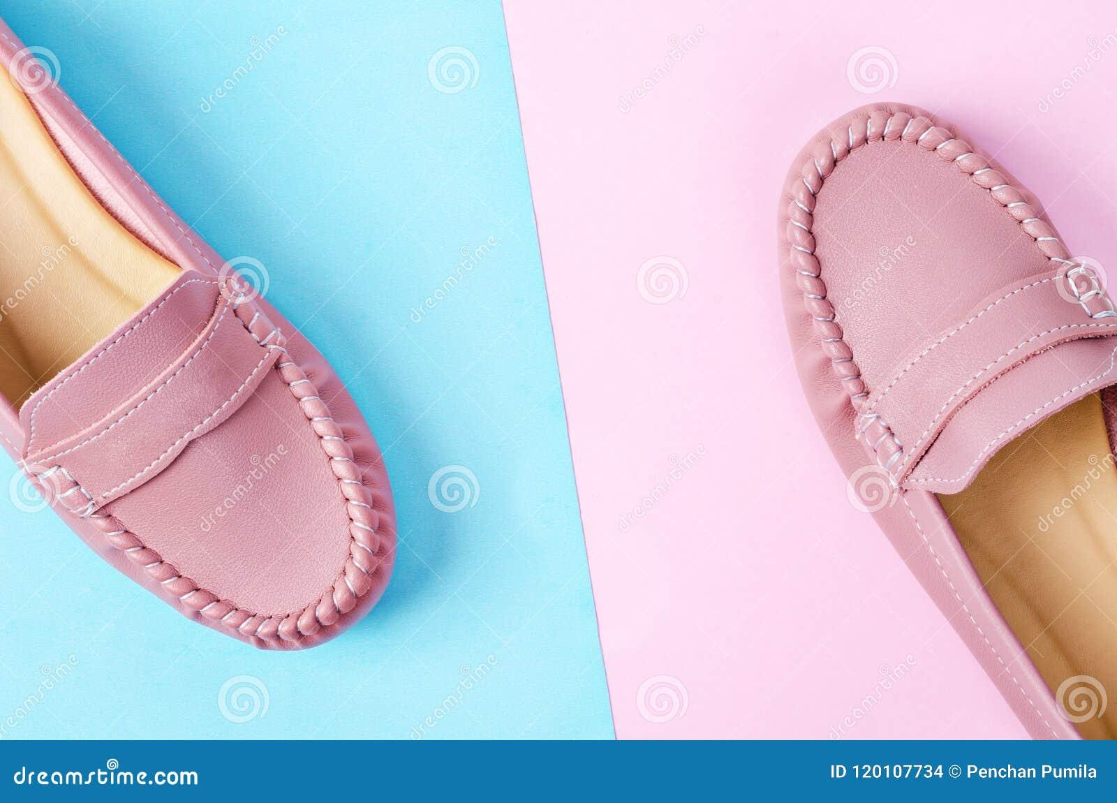 official photos 0b599 55657 Stilvolle Weibliche Schuhe In Den Pastellfarben Stockfoto ...