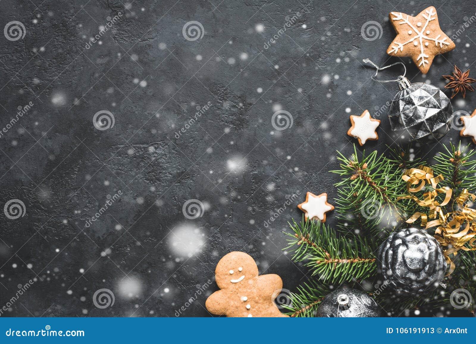 Tannenbaum Aus Plätzchen.Stilvoller Weihnachtshintergrund Mit Fallendem Schnee