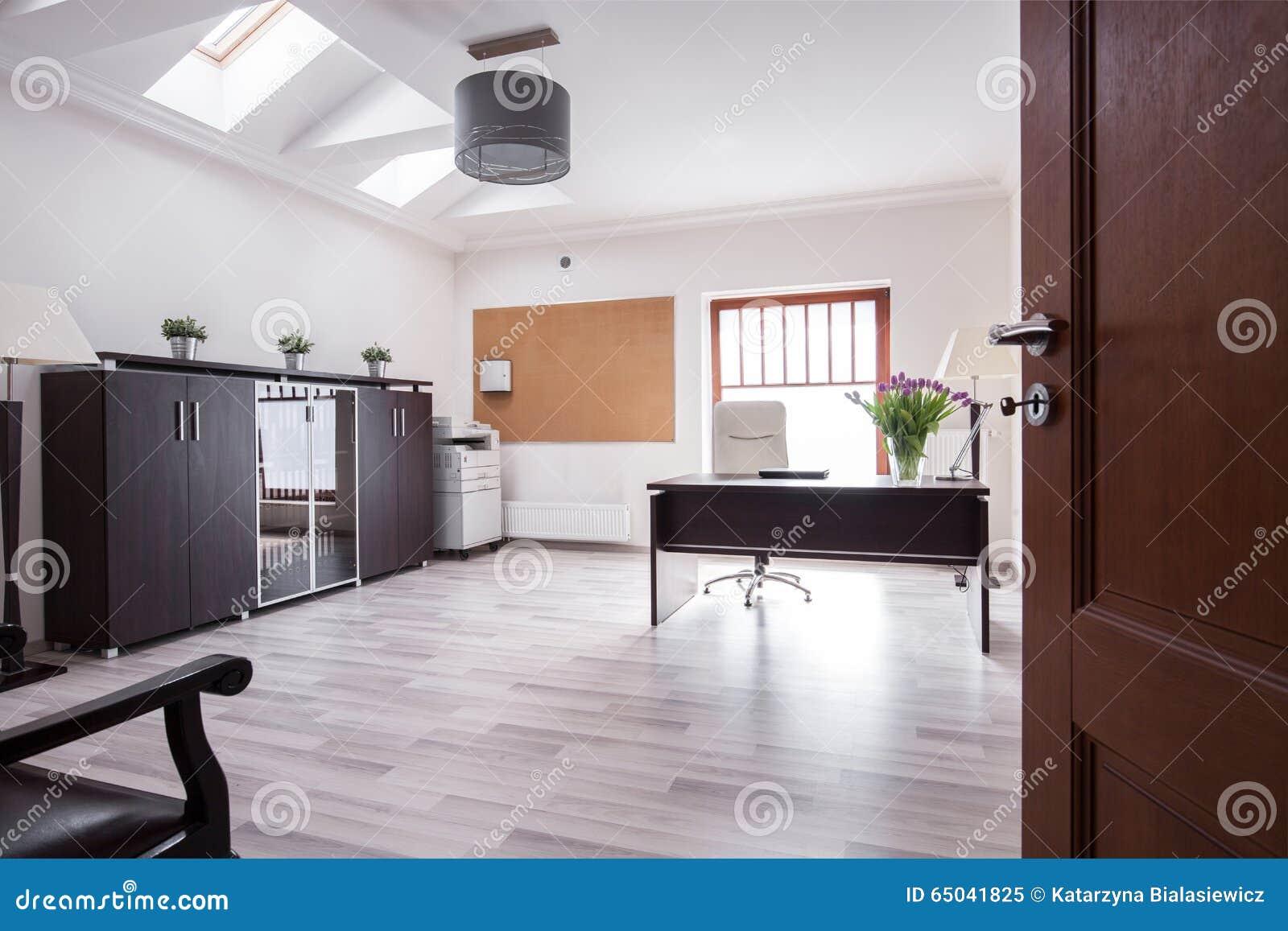 Stilvolles Büro im Luxushaus