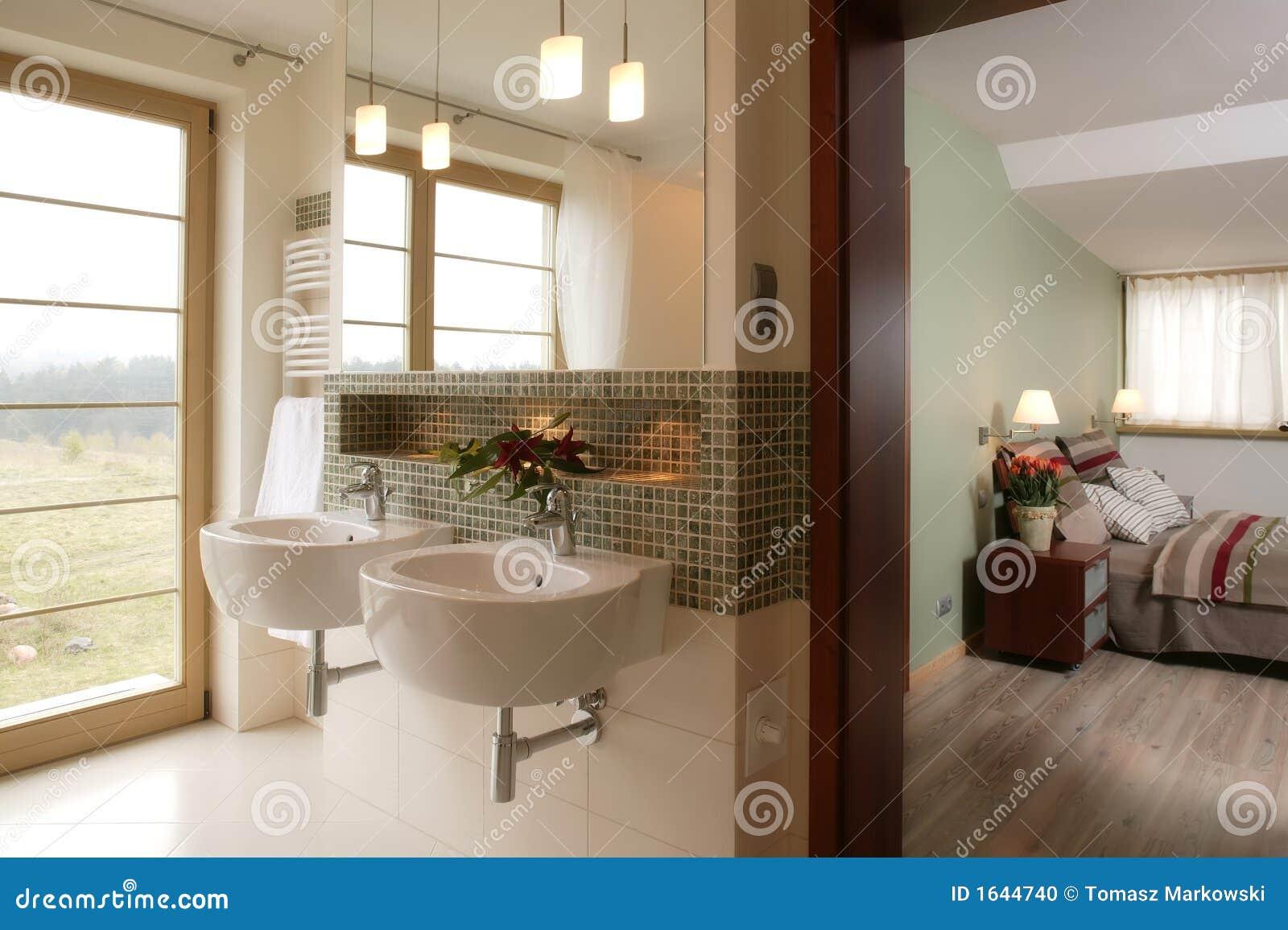 Stilvolles Badezimmer Und Schlafzimmer Stockfoto
