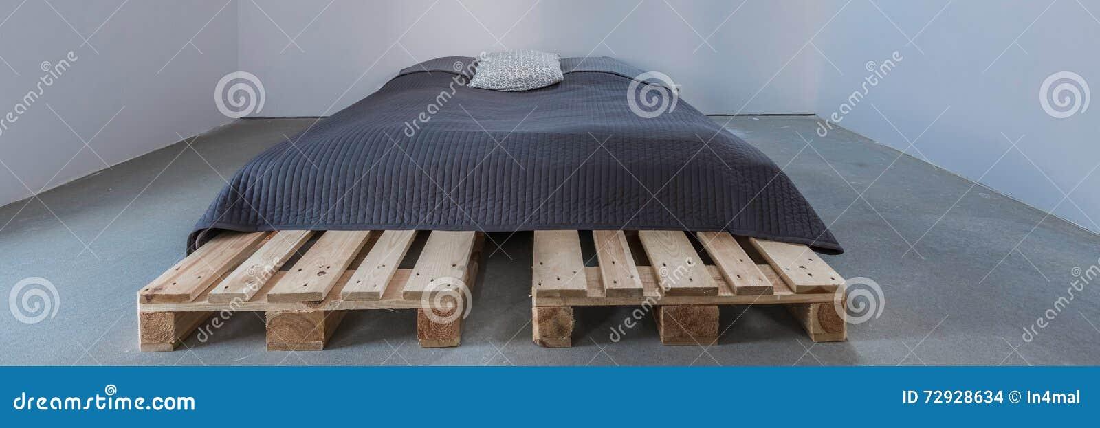 Stilvolles und einfaches Bett